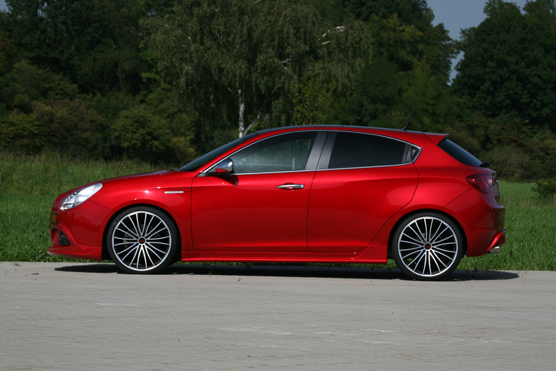 the new novitec alfa romeo giulietta tuning is one hot hatch. Black Bedroom Furniture Sets. Home Design Ideas