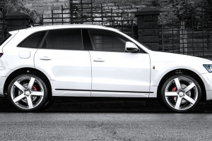 A Kahn Design Takes on the Audi Q5 2.0 TDI Quattro S Tronic Wide Track