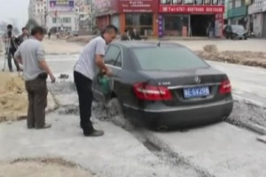More Friday FAIL: Mercedes-Benz + Wet Concrete = FAIL