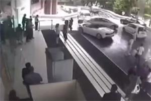 CCTV Lamborghini Gallardo Spyder Crash