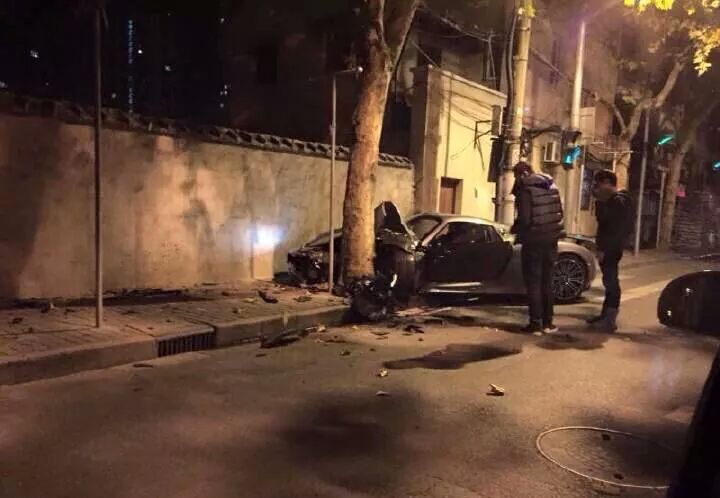 Porsche 918 Spyder crash in China