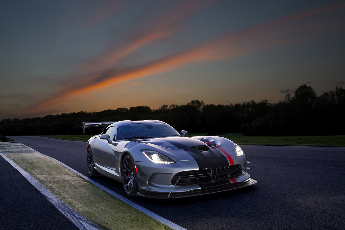 own the asphalt with the 2016 dodge viper acr
