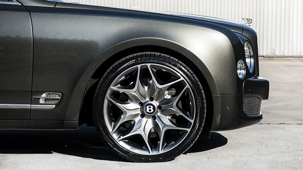 A Kahn Design Split 6 Wheels