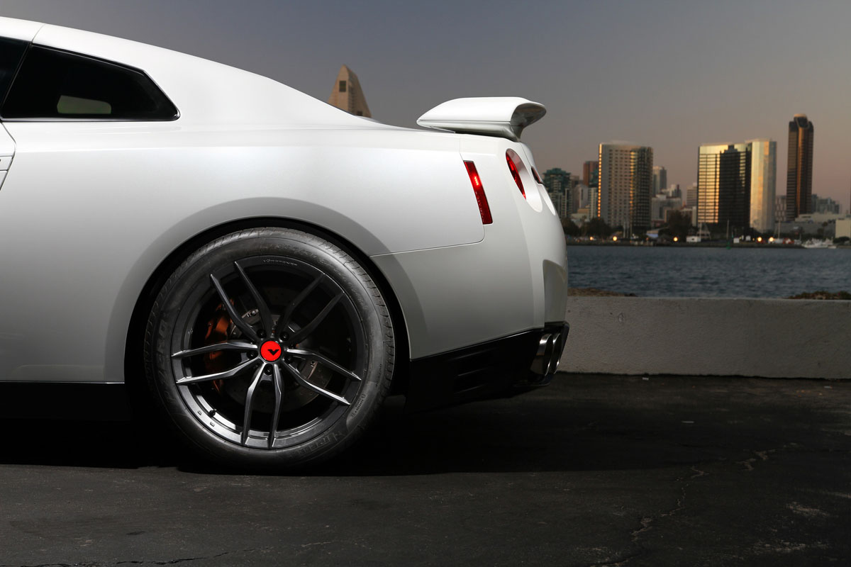 Nissan GT-R with Vorsteiner V-FF 105 Flow Forged Wheels